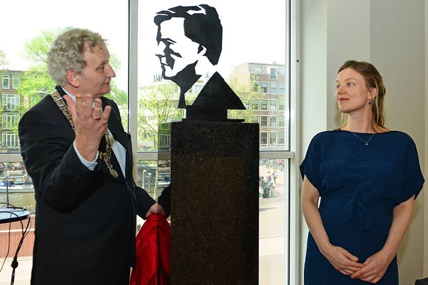 Beeld van de Koning opening Marjolein Rothman